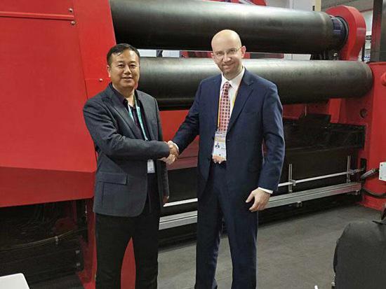 王立钢董事长参加首届中国国际进口博览会